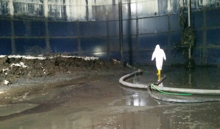 Integrated Services of Biogas Production Tanks Internal Cleaning